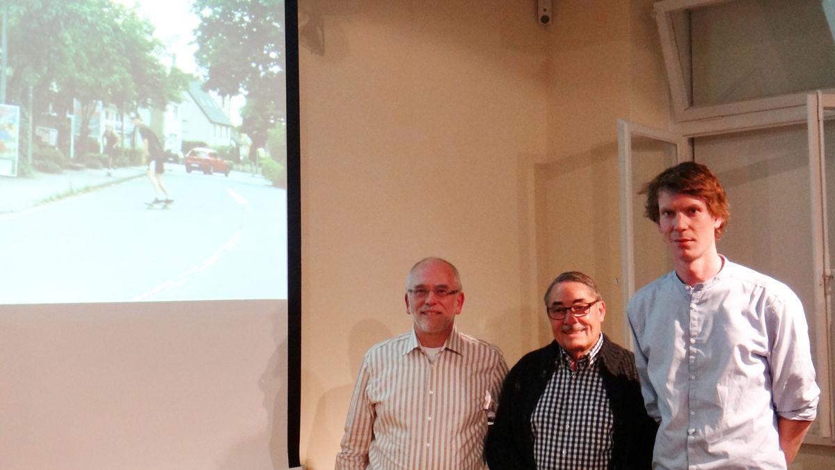 v.r.: Steffen Goldkamp sowie Jochen Bruhn und Ulrich Baller von der Bürgerstiftung
