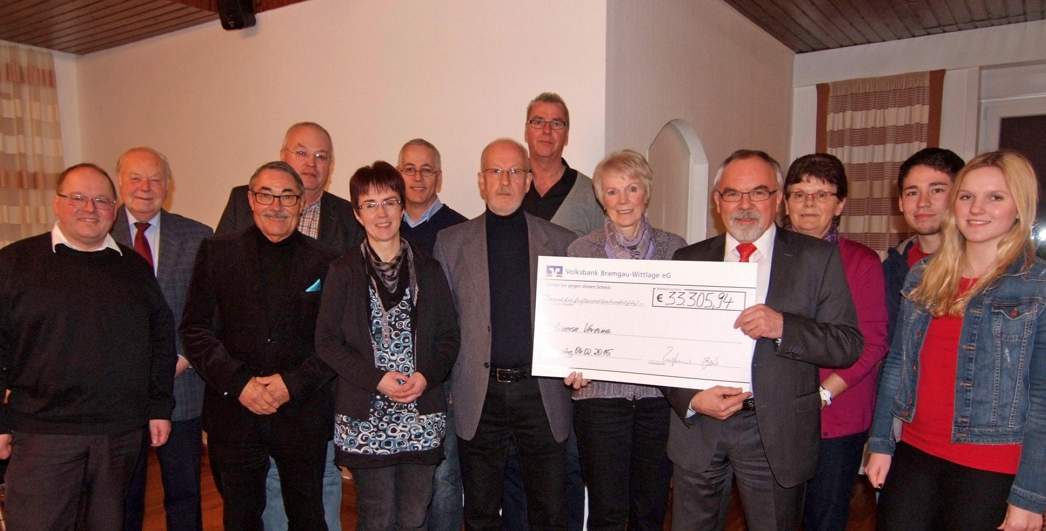 Jochen Bruhn 3.v.l. im Kreise weiterer Wallenhorster Spendenempfänger